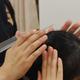 着付け教室でのヘアメイクレッスンのイメージ